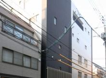 都心に建つ、シャープな印象のデザイナーズマンション