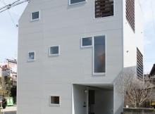 シンプルな狭小住宅