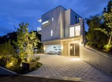 緑豊かな環境の中、近隣と調和を計り、明るく、開放感のある住宅